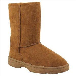Lamo Womens Size 6 Rugged Sole boot.